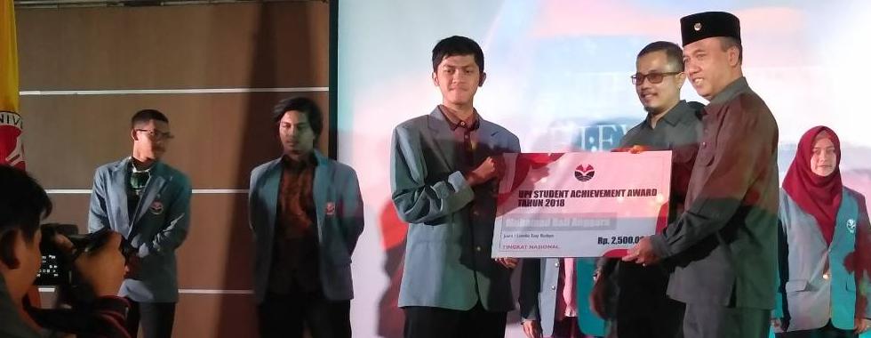 Muhamad Rafi Anggara Juara 1 Pilmapres UPI 2019