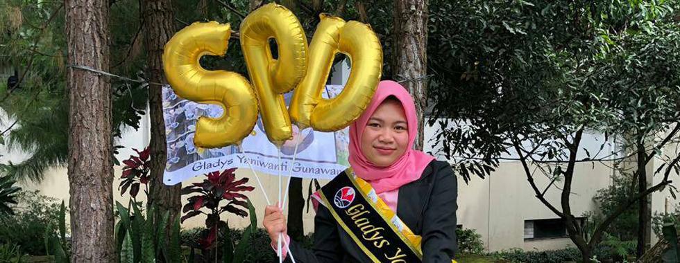 Wisudawan Terbaik Tingkat Fakultas, Gladys Yaniwanti Gunawan: Jangan pernah lelah dan malas!