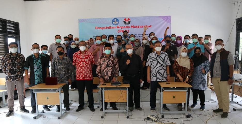 Departemen Pendidikan Teknik Elektro FPTK UPI Selenggarakan kegiatan Pengabdian kepada Masyarakat di SMKN 1 Sukatani