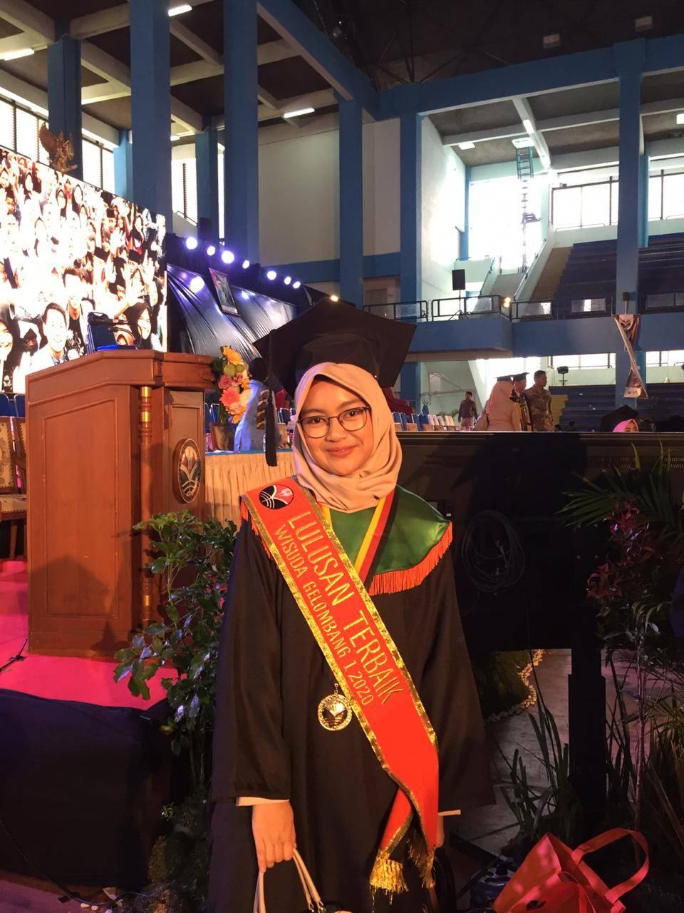 Novita Purnamasari Hendarmin, Wisudawan Terbaik FPTK UPI: Piagam untuk Kedua Orang Tua