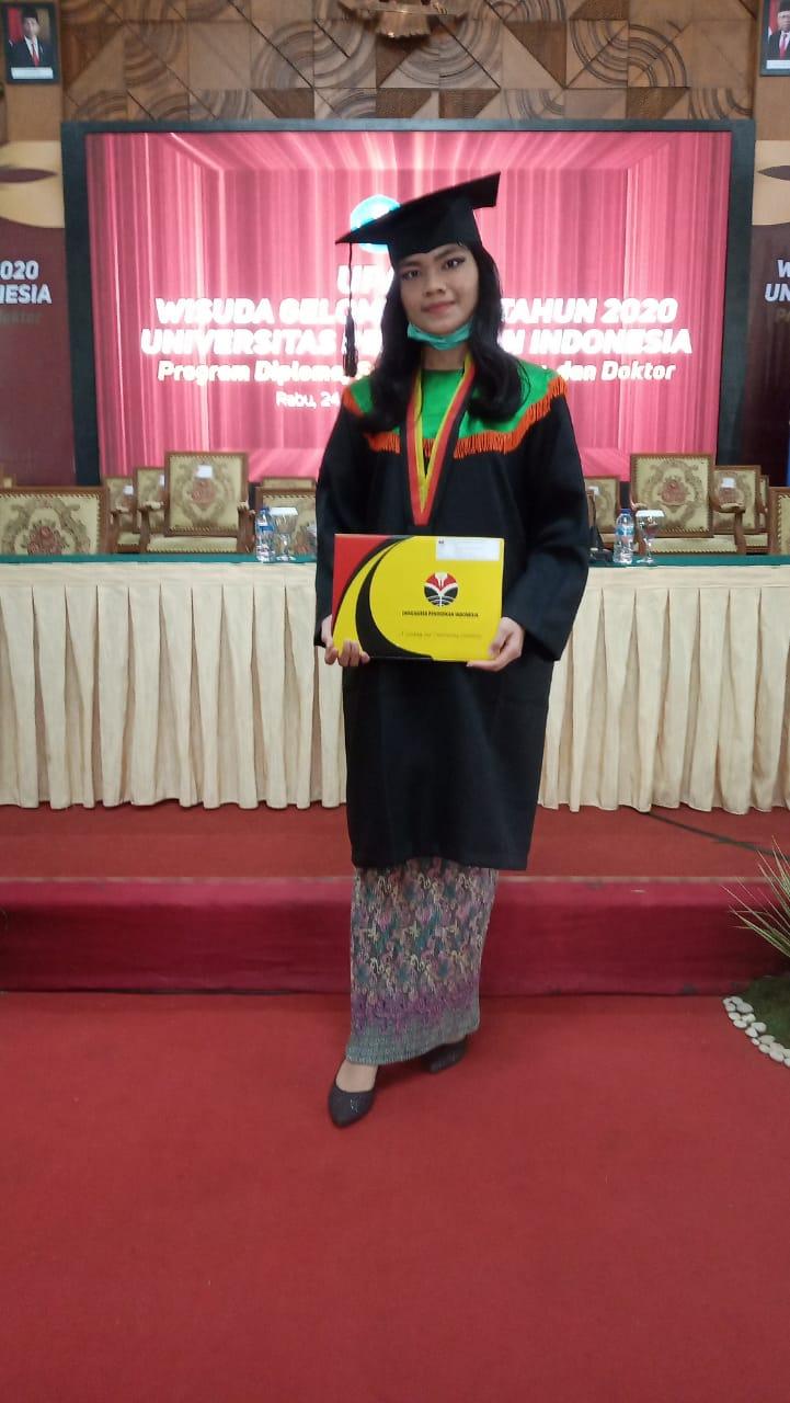 Lulus Cumlaude, Efraimy Ruth Sinaga, Perwakilan Wisudawan FPTK Terima Ijazah Langsung