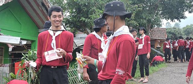 Mahasiswa Arsitektur KMA-Kridaya FPTK UPI adakan Pengabdian Masyarakat di Gunung Puntang