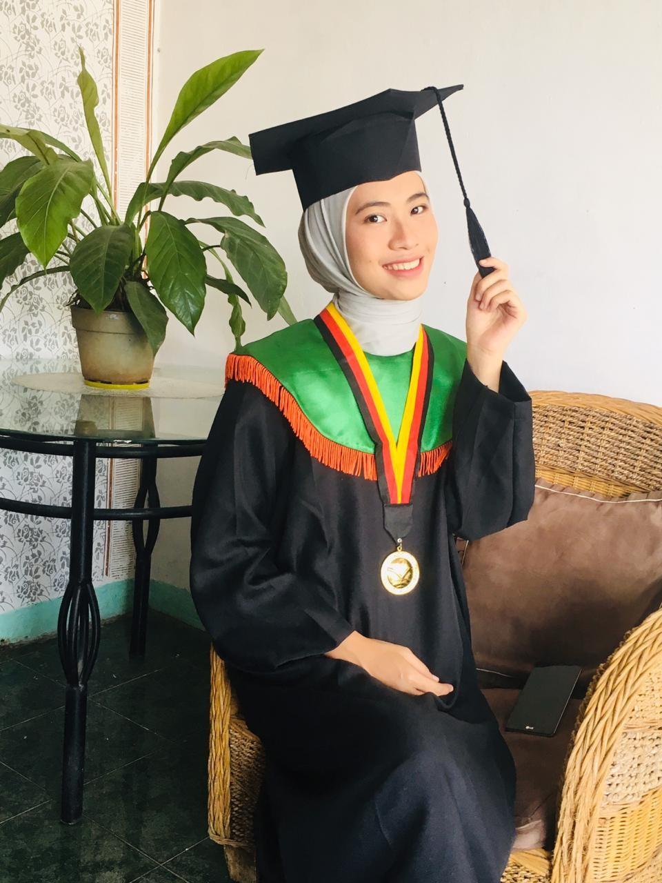 Kisah Della Aliyah Wisudawan Terbaik Sarjana Prodi Pendidikan Tata Busana Berprestasi Sejak Kecil